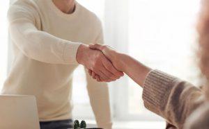 handshake-3184465-crop